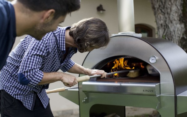 pizze alfa forni the wood burning oven for the garden the balcony or the terrace it features the refractory floor of commercial ovens x